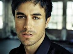 Enrique Iglesias, Spanish-American singer-songwriter, actor, & producer, b. Enrique Iglesias, Melissa Joan Hart, Sarah Michelle Gellar, Britney Spears, Pretty People, Beautiful People, Amazing People, Thriller, Kino Film