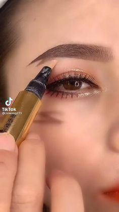 Eyeliner Looks, No Eyeliner Makeup, Eyeliner Tutorial, Eyebrows, Makeup Looks, Lashes, Make Up, Lipstick, Beauty