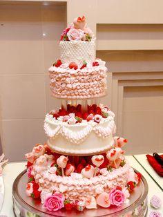 9 パティシエ本澤 聡 a tale of cake9「作品例:ラブリーがいっぱい」ピンクのフリル&ハートがいっぱい http://www.anniversary-web.co.jp/