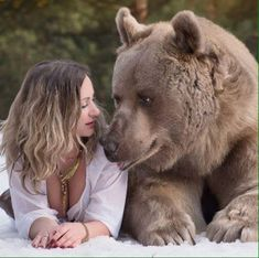 Stepan the bear, Russian photo animal. Some of his pictures are used for an anti-hunting campaign. Animals And Pets, Funny Animals, Cute Animals, Beautiful Creatures, Animals Beautiful, Urso Bear, Love Bear, Bear Art, Tier Fotos