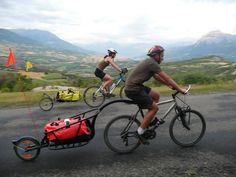 Cycling with loaded trailer Mountian Bike, Mountain Bike Trails, Rando Velo, Bike Trailer, Cargo Bike, Touring Bike, Custom Bikes, Mobiles, Cycling