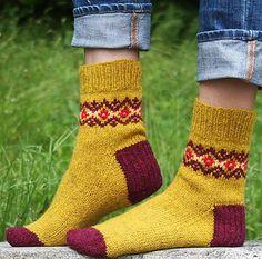 Knitting Patterns Socks Solidago sock pattern by Mary Jane Mucklestone (knitting, top-down, colorwork, knitty) (free pattern… Knitting Stitches, Knitting Socks, Free Knitting, Baby Knitting, Crochet Socks, Knit Crochet, Knit Socks, Knitted Slippers, Crochet Granny