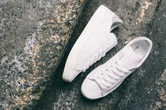 The adidas Originals Court Vantage Gets a Kangaroo Leather Makeover: In honor of the Australian Open. All White Shoes, All White Sneakers, White Nike Shoes, Classic Sneakers, Sneakers Fashion, Fashion Shoes, Shoes Sneakers, Adidas Sneakers, Women's Fashion