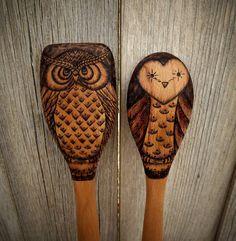 Quemado de madera cucharas de buho (juego de 2)                              …