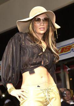Pin for Later: J Lo sieht von Jahr zu Jahr besser aus – seht ihre Bilder seit den 90er Jahren! 2001