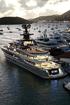 Luxury Private Jets, Private Yacht, Yacht Design, Super Yachts, St. Thomas, Jets Privés De Luxe, Yachting Club, Yatch Boat, Catamaran