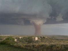 https://twitter.com/hashtag/tornado?src=tren