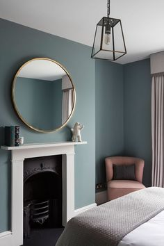 This bedroom at our recent townhouse project was painted in Oval room blue from . This bedroom at our recent townhouse project was painted in Oval room blue from F&B . Bedroom Wall Colors, Home Decor Bedroom, Home Living Room, London Living Room, Bedroom Ideas, Interior Livingroom, Design Bedroom, Modern Victorian Bedroom, Bedroom Vintage