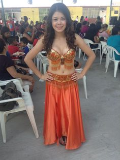 Traje belly dance, dorado con naranja. Belly dance costume gold with orange