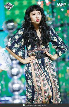 180719 엠카운트다운 트와이스 - Dance The Night Away 현장포토 : 네이버 포스트 Nayeon, South Korean Girls, Korean Girl Groups, Kpop Fashion, Girl Fashion, Chaeyoung Twice, Frock Design, Dahyun, Stage Outfits