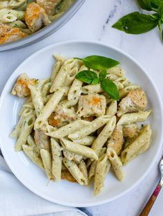 Lunch Recipes, Pasta Recipes, Dinner Recipes, Creamy Pesto Sauce, Pesto Chicken, Pesto Pasta, Lotsa Pasta, Healthy Food Options, Healthy Recipes
