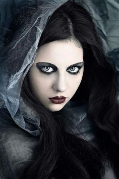 Dark Beauty 2 - love the Styling too Gothic Images, Gothic Art, Victorian Gothic, Gothic Girls, Goth Beauty, Dark Beauty, Girl Vampire Makeup, Steampunk Fashion, Gothic Fashion