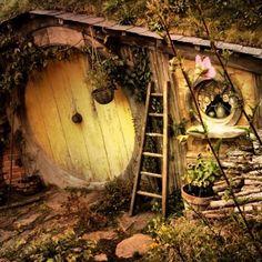 I want to live in a hobbit hole.no i NEED to live in a hobbit hole. Hobbit Land, Hobbit Hole, The Hobbit, Casa Dos Hobbits, Fairy Houses, Tree Houses, My Secret Garden, Fairy Land, Tumblr