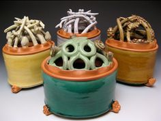musing about mud: October 2009 Artist of pottery is Joan Bruneau click now for more. Ceramic Boxes, Ceramic Clay, Ceramic Pottery, Pottery Art, Pottery Designs, Pottery Ideas, Tulips In Vase, Bud Vases, Ceramics Projects