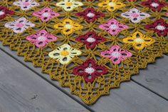 """VÅRLI : Hekleduk """"Stjärnfall"""" Blanket, Rugs, Crochet, Home Decor, Farmhouse Rugs, Decoration Home, Room Decor, Ganchillo, Blankets"""