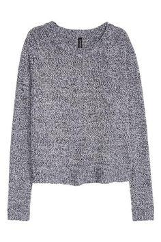 Sweter: Sweter z miękkiej przędzy z rozcięciami po bokach. Dzianinowy ściągacz wokół szyi, rękawów i u dołu.
