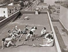 Mulheres lutam boxe em um telhado em LA de 1933