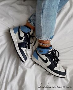Dr Shoes, Nike Air Shoes, Hype Shoes, Shoes Sneakers, Shoes Heels, Gladiator Shoes, Nike Socks, Blue Sneakers, Jordan Shoes Girls