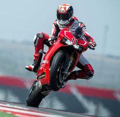 Ben Spies se da una alegria con la Ducati 1199 Panigali en Austin