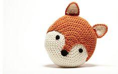 Crochet Fox Pillow, pattern via Etsy. Crochet Penguin, Crochet Amigurumi, Crochet Fox, Crochet Animals, Crochet Butterfly, Crochet Cushions, Crochet Pillow, Fox Pillow, Softies