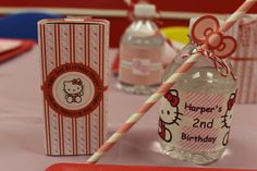 Table setting at a Hello Kitty party #hellokitty #party