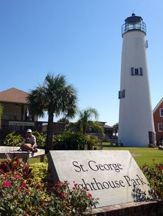 lighthouse at sgi Florida Beach Vacation Spots, Saint George Island, Florida 2017, Florida Living, Light Of The World, Florida Beaches, Months In A Year, France Travel, Lighthouse