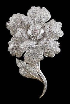 18kt. White Gold Diamond Flower Tremblant Brooch