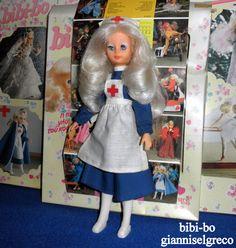 "Im Jahr 1981 und im Jahr 1982 veröffentlichte sie ihr Tagebuch bibi-bo. Im Monat Dezember die Bibi-bo ""Süßer Engel""! Nel 1981 e nel 1982 ha pubblicato il suo diario bibi-bo. Nel mese di dicembre, il bibi-bo ""Angelo dolce""! En 1981 y en 1982 lanzó su diario bibi-bo. En el mes de diciembre, el bibi-bo ""Sweet Angel""!"