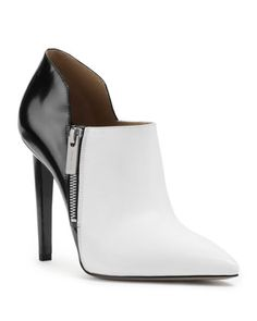 Michael Kors OFF! Michael Kors Samara Two-Tone Ankle Boot. pretty if it had a 3 inch heel. Michael Kors Clutch, Michael Kors Selma, Outlet Michael Kors, Handbags Michael Kors, Michael Kors Jet Set, How To Have Style, My Style, Real Style, Boutique Michael Kors