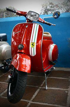 Vespa Primavera - Ferrari paint job.