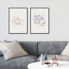 """Os pôsteres com caligrafia da ilustradora @brusimoes deixam qualquer cantinho da casa com um ar escandinavo.  Simplicidade e  muita leveza nesse trabalho. - Você encontra os pôsteres """"Silence is Gold"""" e """"Susan Miller"""" em 4 tamanhos diferentes e 6 opções de cores de moldura.  - http://ift.tt/1dqyBxz (link na bio). #nacasadajoana #abaixoasparedesvazias #pôster #posters #quadros #enquadrados #design #decoração #decor #interiordesign #pinterest #meunacasadajoana #casa #lar #susanmiller…"""