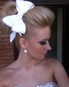 cute white bow http://pinterest.com/NiceHairstyles/hairstyles/