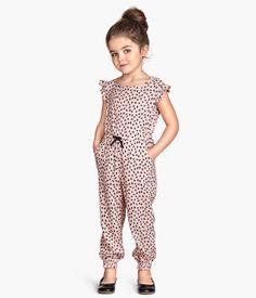 Rosa Jumpsuit von h & m Kids Summer Dresses, Kids Outfits Girls, Cute Girl Outfits, Little Girl Dresses, Baby Girl Jumpsuit, Jumpsuit For Kids, Rompers For Kids, Jumpsuits For Girls, Little Girl Fashion
