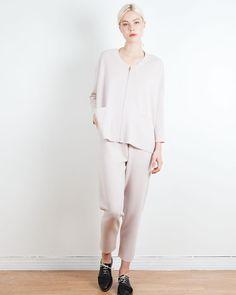 "58 oznaka ""sviđa mi se"", 1 komentara – Arela (@arelastudio) na Instagramu: ""Monday uniform || Helke jacket and Mille trousers in merino.  #arelastudio #mondayuniform #palepink…"""