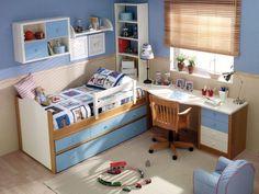 Világoskék fiúszoba és íróasztal