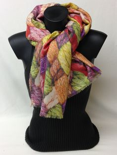 Sciarpa in lana, lana vergine e cashmere stampata. Wool, new wool and cashmere printed scarf. www.millenium-srl.it