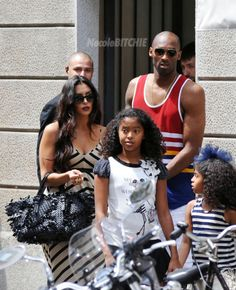 Kobe Bryant Vanessa Bryant and two daughters vacation Italy