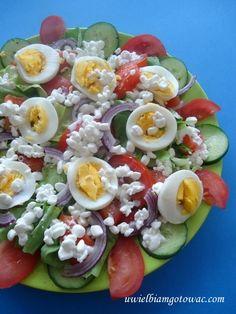 Sałatka z serkiem wiejskim i jajkiem Caprese Salad, Cobb Salad, Food, Essen, Meals, Yemek, Insalata Caprese, Eten