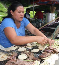 Carne asada/ tortillas/ El Salvador. Honduran Recipes, Salvadorian Food, South Of The Border, Comida Latina, My Cookbook, Working People, Carne Asada, Latin Food, Central America