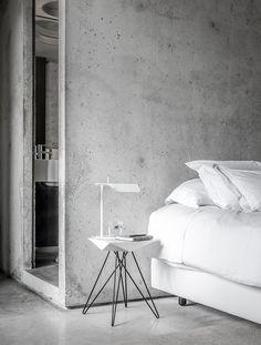15 Examples Of Amazing Concrete Bedroom Walls Concrete Bedroom, Concrete Interiors, Concrete Walls, Exposed Concrete, White Concrete, Concrete Jungle, Modern Interior Design, Interior Design Inspiration, Interior Architecture