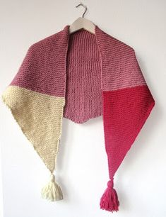 elcuadernodeideas: Chal de punto con borlas Shawl Patterns, Knitting Patterns, Loom Knitting, Hand Knitting, Crochet Motif, Knit Crochet, Crochet Girls, Crochet Shoes, Knitting Accessories