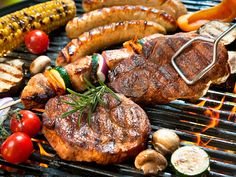 A backyard barbecue is synonymous with summer fun. Make it easier with these tricks that'll fire up your guests. From a way to know how much propane you have left, to making charcoal grills sizzle. Jared Cotter is grilling up three sizzling BBQ hacks. Barbecue Grill, Barbecue Recipes, Backyard Barbeque, Grill Oven, Grilling Tips, Grilling Recipes, Bbq Tips, Grilling Chicken, Beef Recipes
