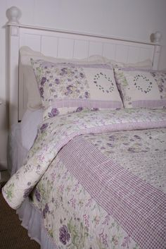 Shabby Chic Bedding Lavender and Purple Lilac Quilt Shabby Chic Bedrooms, Shabby Chic Cottage, Shabby Chic Homes, Shabby Chic Style, Country Bedrooms, Lavender Cottage, Lavender Garden, Girls Bedroom, Bedroom Decor