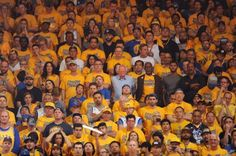 Bernie Sanders sticks out like a sore thumb at Warriors game