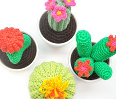 Free crochet pattern cactus (photo by Yarn Plaza) | Happy in Red