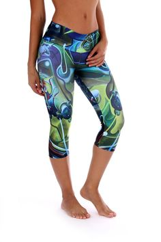 These beautiful Brazilian asteroid print capri is super fun and durable providing a four way stretch and a body slimming design! Features: Wide waistband Suitable for Running, Yoga, Pilates, Working Out, Dance, cycling and More Pilling resistant Quick Dry
