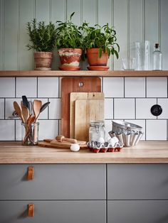Decorating Ideas For The Kitchen Walls is unconditionally important for your home. Whether you pick the Paint Ideas For Kitchen Walls or Kitchen Decor Ideas Apartment, you will create the best Rever Pewter Benjamin Moore for your own life. Ikea Kitchen, Kitchen Interior, Kitchen Dining, Kitchen Walls, Kitchen Utensils, Kitchen Ideas, Kitchen Shelf Decor, Bohemian Kitchen Decor, Green Kitchen Decor