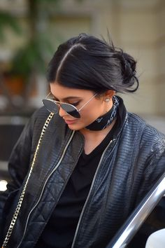 Kendall and Kylie Kylie Jenner Outfits, Trajes Kylie Jenner, Kendall Y Kylie Jenner, Looks Kylie Jenner, Jenner Girls, Kylie Jenner Style, Kylie Jenner Sunglasses, Kylie Jenner Black Hair, Kylie Jenna