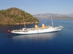 When launched in 1931 Savarona was the largest yacht ever built - Still a favorite! Built by by luxuryonplanet Ocean Cleanup, Shrimp Boat, Navy Day, Yacht Wedding, Classic Yachts, Cabin Cruiser, Merchant Navy, Private Yacht, Beyond The Sea