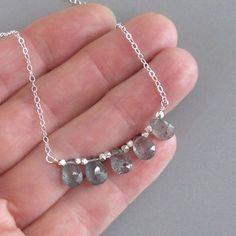 c7e1a88576e4 5 briolettes de musgo aguamarina poco separados por pequeñas gotas de plata  tallados a mano se